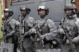Image result for πανοπλοι αστυνομικοι, εικονες