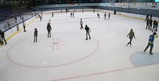 Pour glisser, la patinoire brive