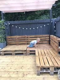 Easy <b>Pallet Corner</b> Sofa • 1001 <b>Pallets</b> in 2020   <b>Garden</b> furniture ...