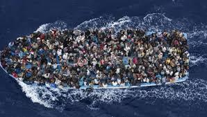 Resultado de imagen de buques de guerra  en el mediterraneo para frenar la inmigracion