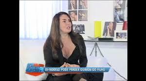 Ex-modelo Cristina Mortágua comparece a audiência sobre o filho no Rio