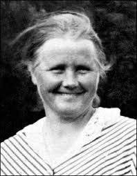 Hennes föräldrar var Per och Ingrid Östlund. Fadern var torpare, mjölnare och snickare. Han köpte Dombrotorpet 1879 och Annas mor, som härstammade från ... - anna_ostlund