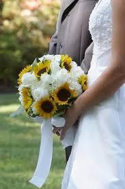 <b>Sunflower</b> wedding bouquet   Wedding flowers, <b>White rose</b> bouquet ...