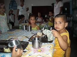 Los niños en Cuba tienen Círculos Infantiles para ser cuidadod, mientras su madre trabaja.