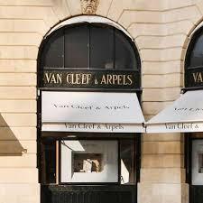 Working at <b>Van Cleef & Arpels</b> | Glassdoor