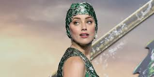 Amber Heard basically wore a fancy swimming <b>cap</b> on the red carpet