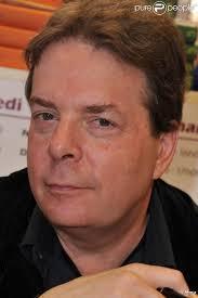 Douglas Kennedy au Salon du Livre, les 19 et 20 mars 2011, à la Porte de Versailles, à Paris. 8/43. News publiée le Lundi 21 Mars 2011 à 19:07 - 582149-douglas-kennedy-au-salon-du-livre-les-637x0-2