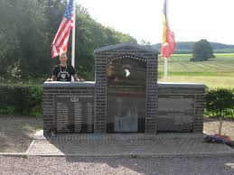 nl richard d winters webmaster rick demas at the band of brothers monument in foy picture courtesy of rick demas