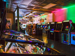 <b>Neon Retro</b> Arcade