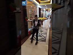 <b>Waiters</b> show off amazing skills on roller skates - YouTube