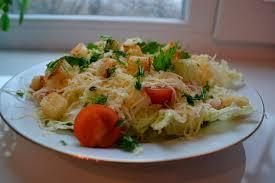 Картинки по запросу Как приготовить вкусный салат с пекинской капустой, курицей и сухариками