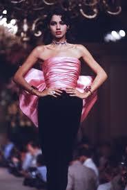 <b>Yves Saint</b>-<b>Laurent</b> Haute-Couture Automne/Hiver <b>82</b>-83 - Google ...