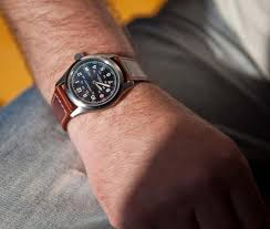 men s hamilton khaki field 38mm automatic watch h70455533 what a superb watch it has a solid no nonsense build quality which combined its reassuring weight clear uncluttered and easy to face makes it