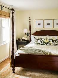 hand glazed woven raffia wallpaper wraps this bedroom in texture http bhg bedroom ideas master