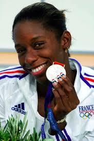 malia metella. Aux J.O d'Athènes, en 2004, elle remporte l'argent sur le 50m nage libre. - malia-metella