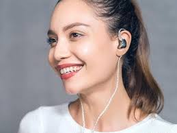 <b>FiiO's</b> new earbud looks and sounds more expensive than it is - CNET