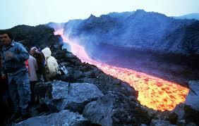 Resultado de imagem para vulcão lavas