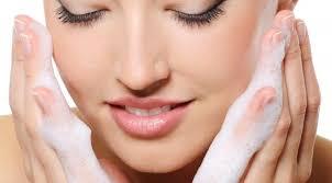 1. image. Muchas de nosotras sabemos que tener una rutina diaria de cuidado mejora notablemente nuestra salud y apariencia, pero a esas actividades que ... - sencillos-saludables-habitos-mejorar-salud-belleza-forma-natural_1_1634172
