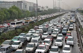air pollution in delhi will the odd even number plate experiment heavy traffic moves along a busy road as it rains during a power cut at