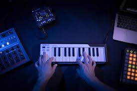 <b>Arturia</b> MicroLab — качественная <b>MIDI</b>-<b>клавиатура</b> с очень ...