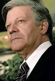 Trots att han var officer i Wehrmacht är Helmut Schmidt, 92, nu Tysklands mest respekterade politiker. Bilden togs 1977. FOTO: Executive Office of the ... - Schmidt