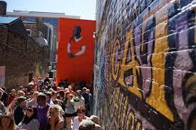 photo essay black cat alley draws huge crowds the milwaukee photo essay black cat alley draws huge crowds