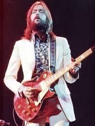 http://www.kaskus.co.id/thread/5162494f0b75b45d5d00000a/gitar-legendaris-milik-musisi-terkenal-di-dunia