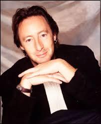 Finalmente sarà possibile vedere suonare insieme Julian (foto) e Sean Lennon, i due figli che John ebbe rispettivamente da Cynthia e da Yoko Ono. - julianlennon14-4-07