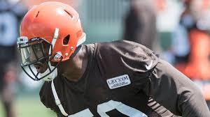 NFL: Browns DE Chris Smith's girlfriend killed in roadside accident