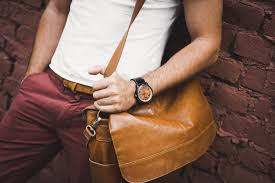 17 Best <b>Leather Messenger</b> Bags For <b>Men</b> That Look Amazing [2019]