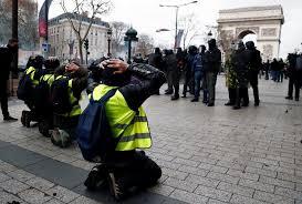 """""""Желтые <b>жилеты</b>"""" в пятый раз вышли на улицы Франции ..."""
