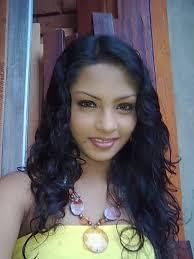 Mekanam Patta Chaaaaa Mama Hithuwa tharam lassanak naha wageee. Lankawe meeta wada Lassana Kello Nadda Banzzz ? - fmto60