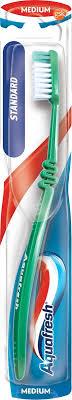 <b>Зубная щетка Aquafresh</b> Standard, средняя жесткость, цвет в ...
