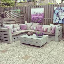 to make the bench it looks like 18 pallets 8 for armsback rest and 10 for base pillows and cushions added and voila buy pallet furniture design plans