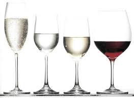 Основные различия <b>бокалов для белого</b> и красного <b>вина</b>