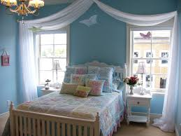 small bedroom decorating ideas combined with some mesmerizing furniture make this bedroom look mesmerizing 19 chic small bedroom ideas