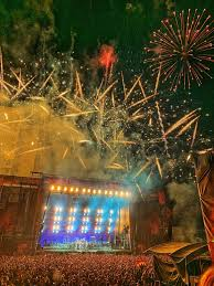 RAMMSTEIN And 3TEETH Ring In <b>2019</b> From The Beach Of Mexico ...