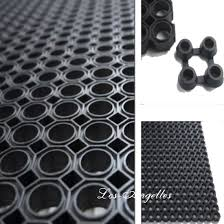 <b>Резиновый коврик</b> с ячейками, грязезащитный, размером <b>50х80см</b>