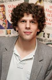 """Non si può dire lo stesso del giovane Jesse Eisenberg, candidato per il film """"The Social Network"""" di David Fincher in cui impersona Mark Zuckerberg, ... - Jesse-Eisenberg-anteprima-400x605-263701"""