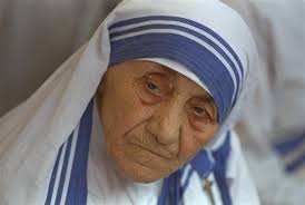 from sister to mother to saint the journey of mother teresa the books mother teresa r