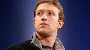 O salário anterior de Mark Zuckerberg era de US$ 500 mil, além de um bônus anual de US$ 266 mil. Para 2013, Zuckerberg propôs que seu salário seja reduzido ... - gty_mark_zuckerberg_upset_thg_120521_wg