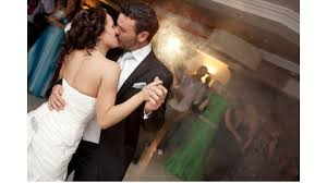 dancing-couple-kissing