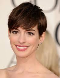 Anne Hathaway is ook al gespot als blondine en brunette sinds Les Miserables. - Anne-hathaway-chanel-face