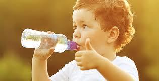 Resultado de imagem para beber muita agua