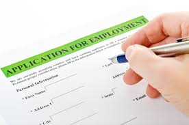 tips for writing job descriptions that attract top flight man filling out an application form