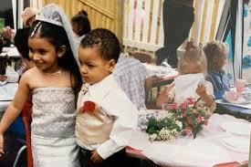 «Поженившиеся» дети расстались на 16 лет и встретились ...