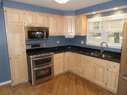 maple kitchen cabinets dark counter shaker