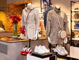 Магазин обуви и одежды <b>GEOX</b> в Омске