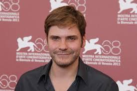 <b>...</b> Brühl remplacerait James Mcavoy dans le rôle de <b>Daniel Domscheit-Berg</b>, <b>...</b> - undefined_01116435be5aeef69748c7da22b509e4