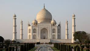 India's <b>Taj Mahal</b> Is Changing <b>Color</b> Because of Insect Feces and ...